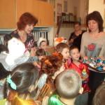 Мы пришли калядовать, Христа рожденье прославлять, Открывайте сундуки, Да давайте пятаки!